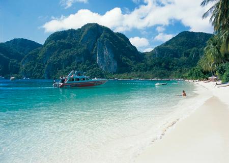 柔软沙滩的梦幻皮皮岛蜜月游