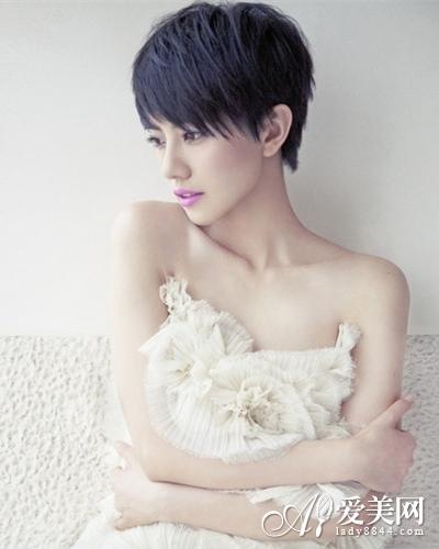 实用查询 生活百科 婚嫁 新娘发型 正文     齐刘海短发蓬松卷发