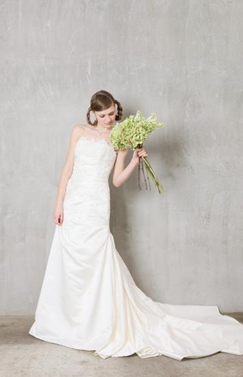 白色欧式高雅气质复古婚纱