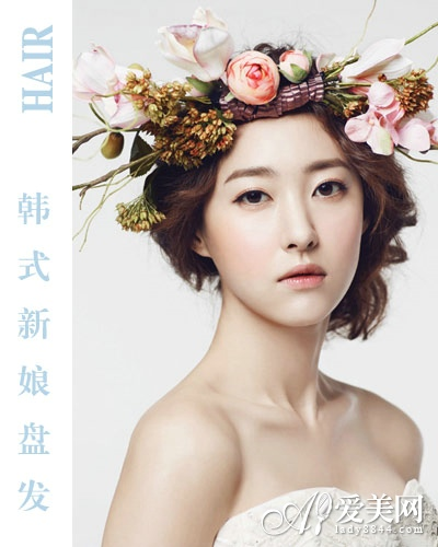 韩式新娘盘发      蓬松侧边低发髻,搭配花环发饰,超级有精灵