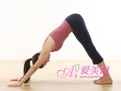 做两次深呼吸搭配伸懒腰动作,总共只需大约30秒时间.