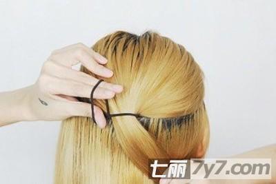 日系非主流蝴蝶结发型扎法步骤