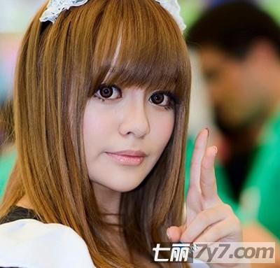 可爱的齐刘海长直发,大大的双眼非常的卡哇伊.图片