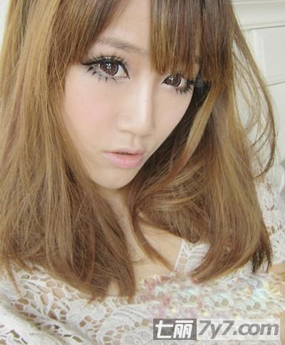 甜美好看的中长款卷发发型图片 塑造韩国超人气混血范