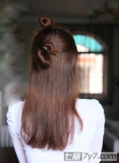长发怎样戴假发步骤  步骤三:把假发片戴到后脑上