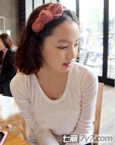 最新流行的韩式短卷发 富有优雅潮流感