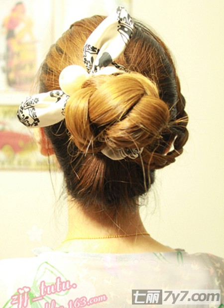 韩式编发盘发图解 三分钟塑造轻熟女个性花苞头