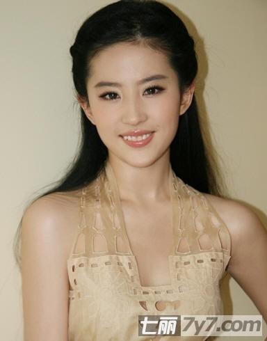 刘亦菲短发发型惊艳 完美演绎优雅赫本风