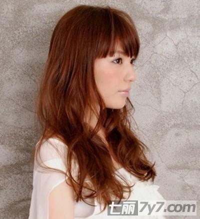 2012秋冬流行长卷发发型 胖脸mm最佳修脸发型
