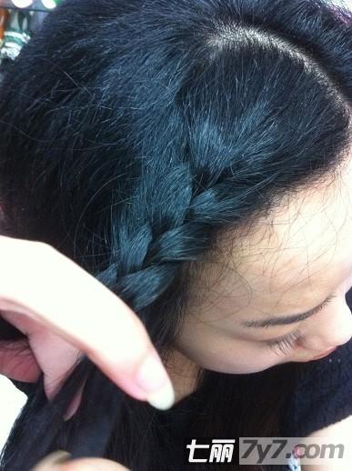 自然卷刘海编发教程 简单六步骤森女发型