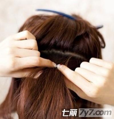 超简单易学侧马尾发型