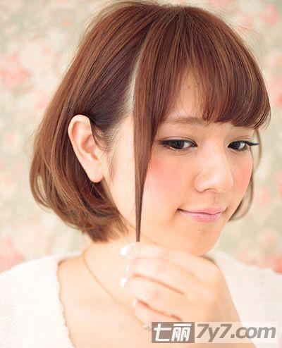 怎样使用卷发棒 打造超修脸波波头短发发型