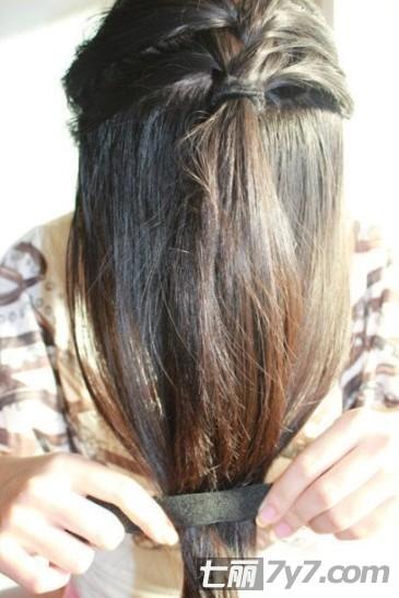 发型设计 小学生编发步骤 > 小学生的头发短的扎辫子 适合小  小学生