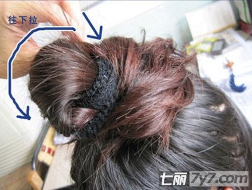 韩式简单丸子头的扎法步骤图解 DIY蓬松优雅系花苞头发型