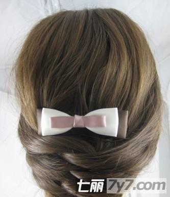 2013年最新圆脸适合的发型 优雅韩式编发盘发步骤