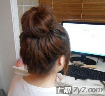韩式对折花苞头发型扎法 简单盘图片