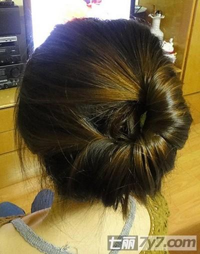 简单的韩式盘发教程 轻松打造高贵气质发型