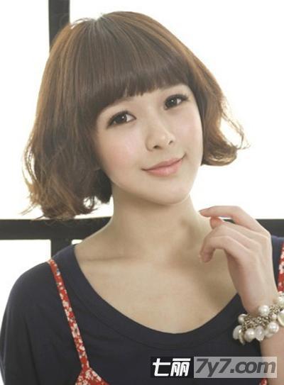 2013年最新短发烫发发型 卷发修饰脸型提升女生气质