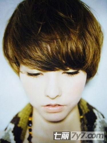 女生短发发型图片 甜美韩式发型显瘦必备  小编点评:一款金棕色的蘑菇