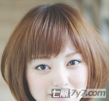娃娃脸适合什么发型 4款短发波波头烫发修出小脸范