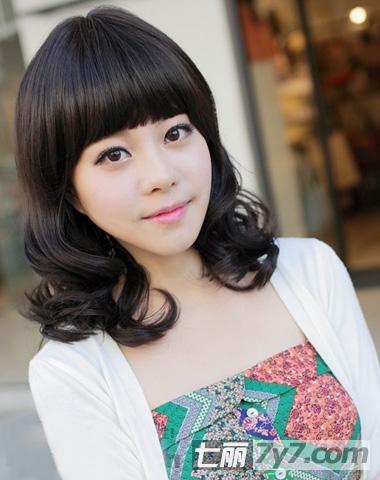 女生韩式短卷发发型图片