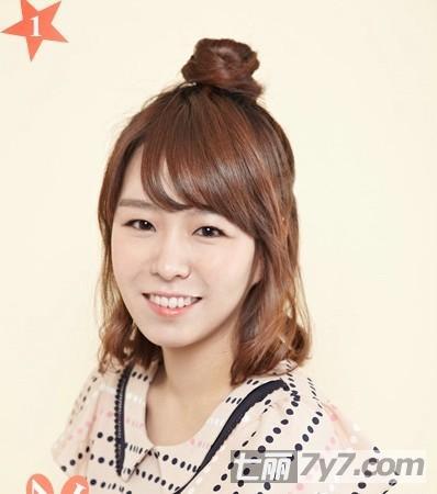 女生的甜美和可爱,重点是简单的步骤轻松快速的将短发变得甜美丸子头