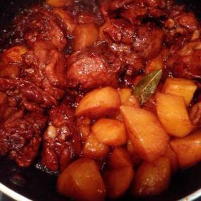 鸭腿炖土豆